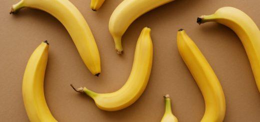 Czy-banan-wybiela-zeby